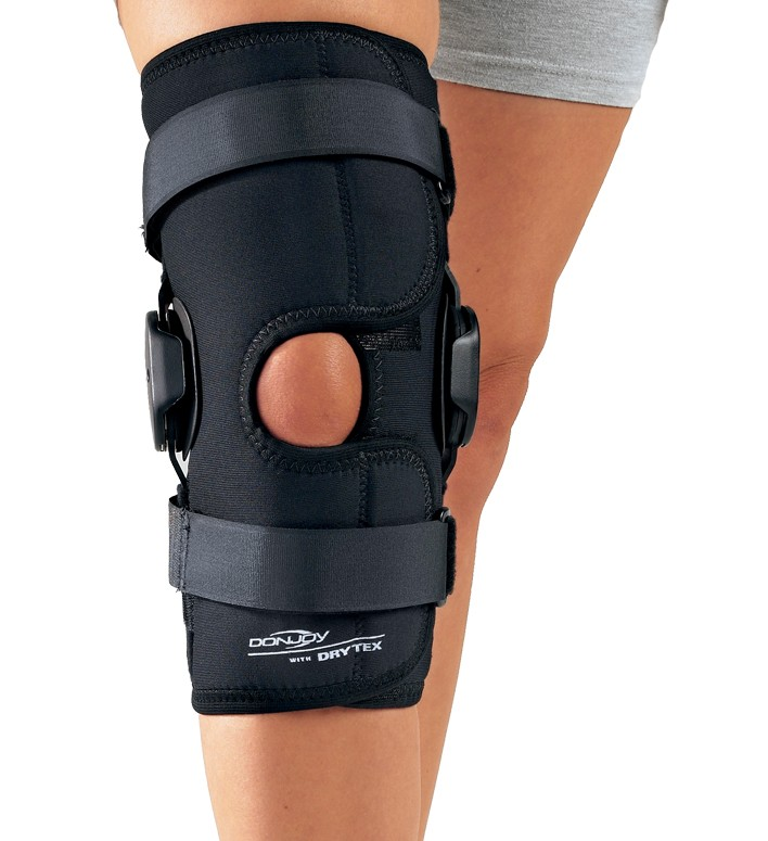 c6e6fb1994 DonJoy Deluxe Hinged Knee Brace